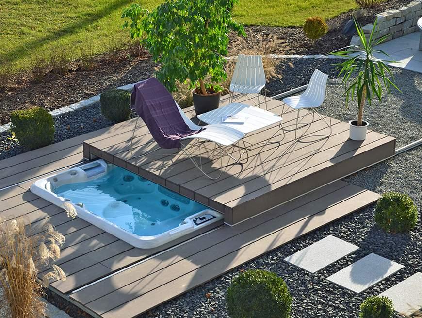 Swimming pool, lounge chair, umbrella D985_7_864